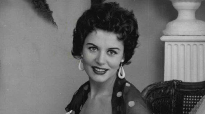 Eunice Gayson Passes Away