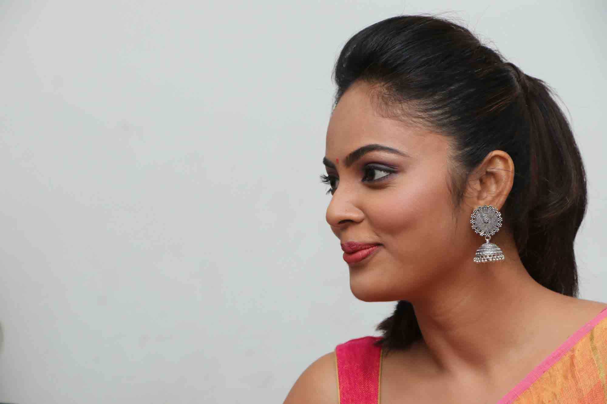 nandita sweta saree photos at asuravatham press meet southcolors 5