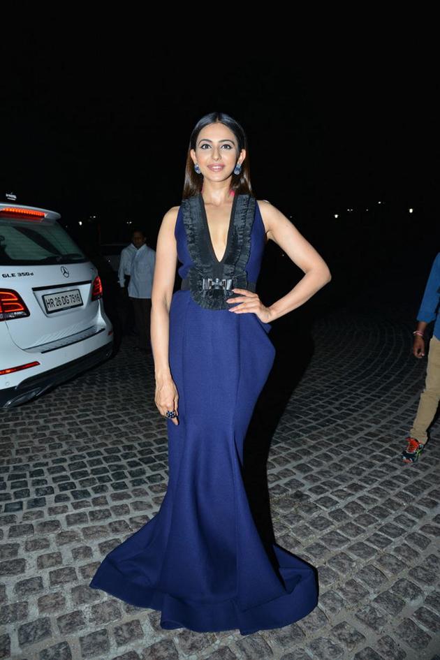 rakul preet singh blue dress photos at 65th jio filmfare awards south 2018 southcolors 4