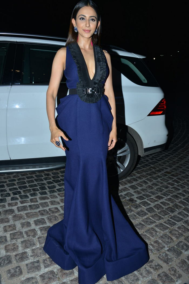 rakul preet singh blue dress photos at 65th jio filmfare awards south 2018 southcolors 5