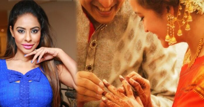 Actress Sri Reddy About Renu Desai Engagement