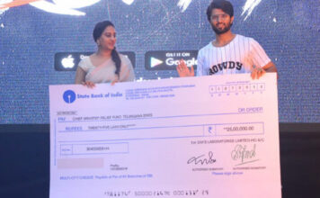 Vijay Devarakonda Filmfare Award Auctioned for Rs 25 Lakhs