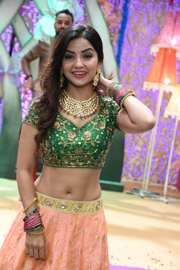 actress kashmira pardeshi hot photos southcolors 10