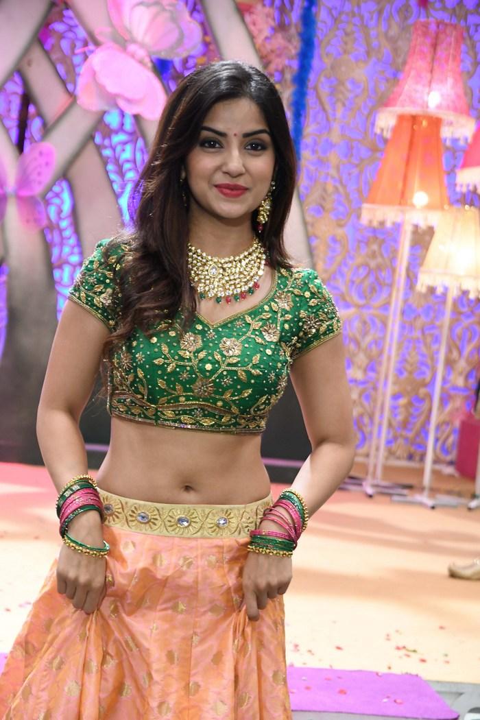 actress kashmira pardeshi hot photos southcolors 12