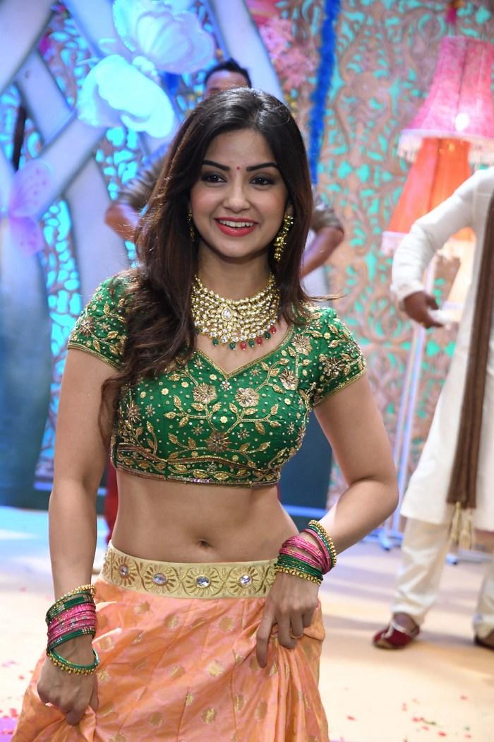 actress kashmira pardeshi hot photos southcolors 20