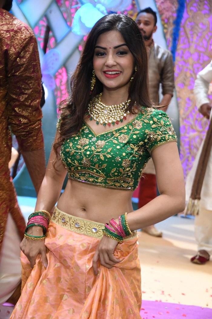 actress kashmira pardeshi hot photos southcolors 21