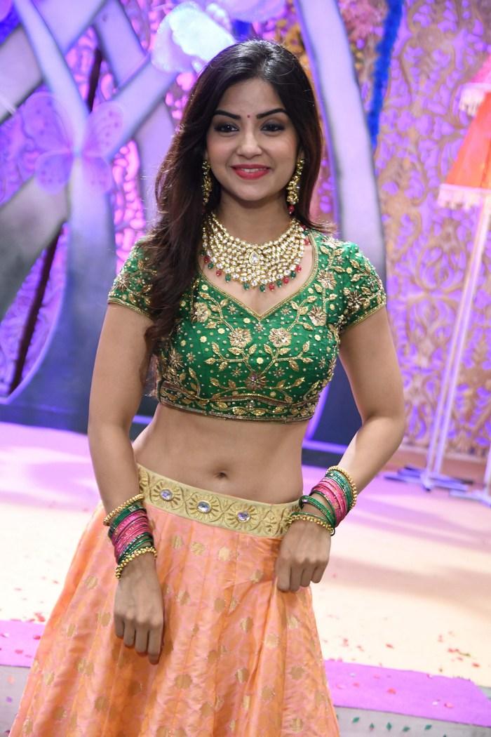 actress kashmira pardeshi hot photos southcolors 4