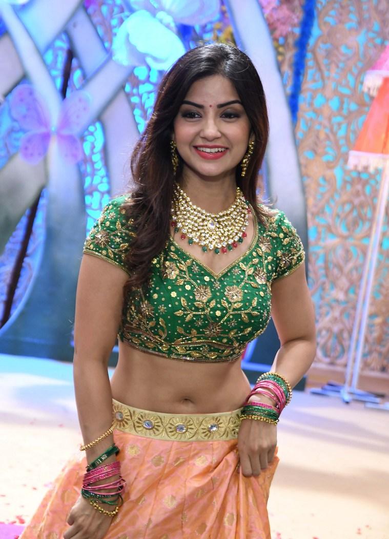 actress kashmira pardeshi hot photos southcolors 7
