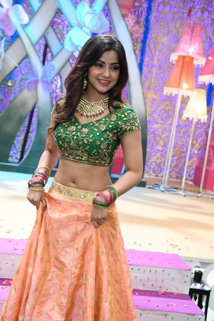 actress kashmira pardeshi hot photos southcolors 9