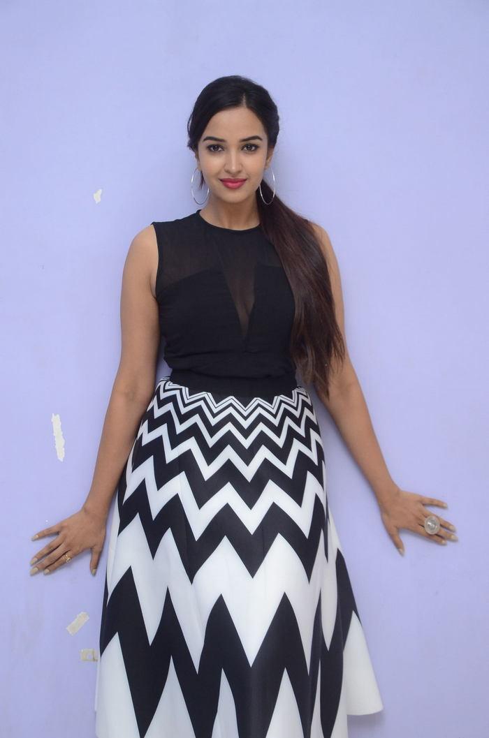 poojitha ponnada latest photos at brandbabu teaser launch southcolors 1