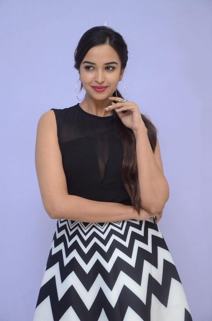 poojitha ponnada latest photos at brandbabu teaser launch southcolors 10