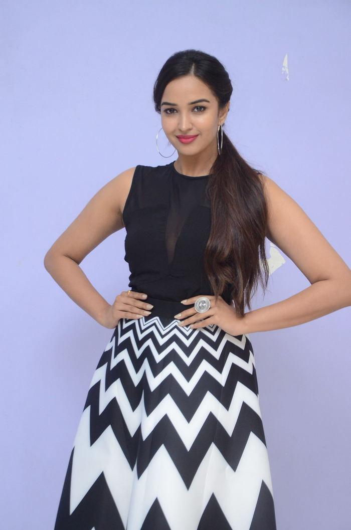 poojitha ponnada latest photos at brandbabu teaser launch southcolors 11