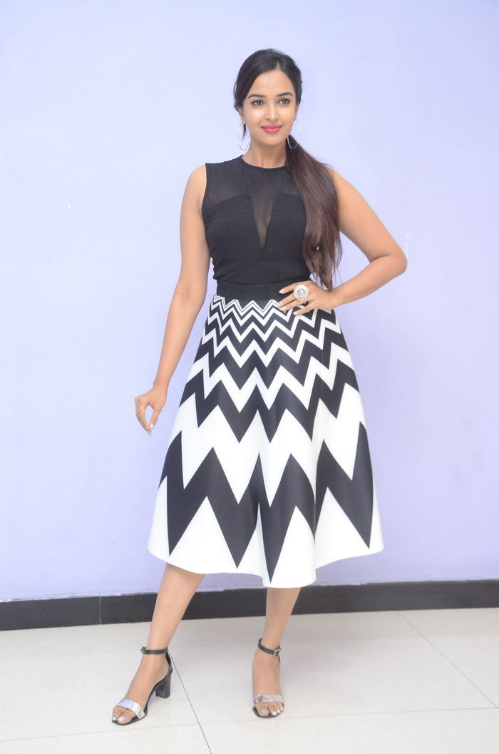 poojitha ponnada latest photos at brandbabu teaser launch southcolors 13