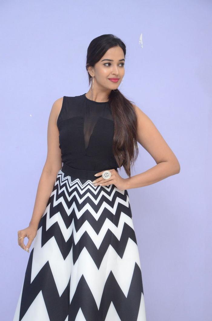 poojitha ponnada latest photos at brandbabu teaser launch southcolors 14