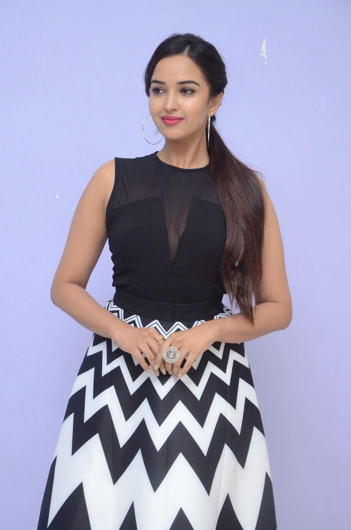 poojitha ponnada latest photos at brandbabu teaser launch southcolors 15