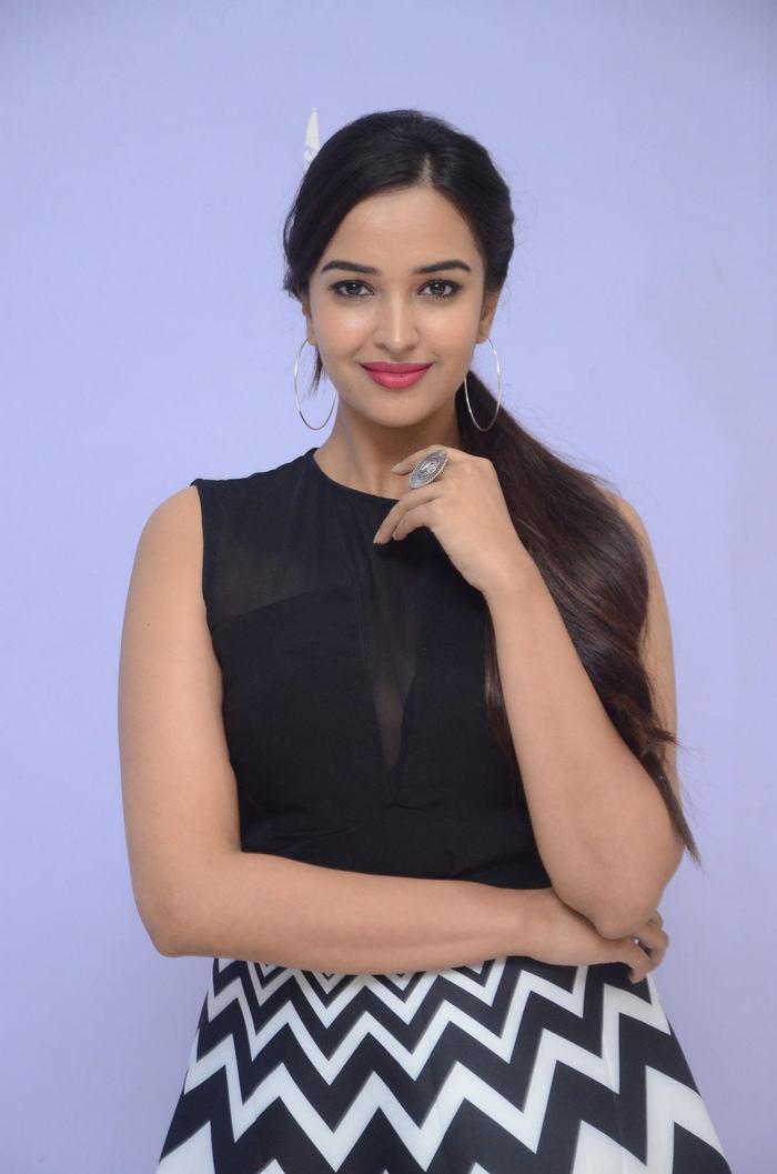 poojitha ponnada latest photos at brandbabu teaser launch southcolors 16