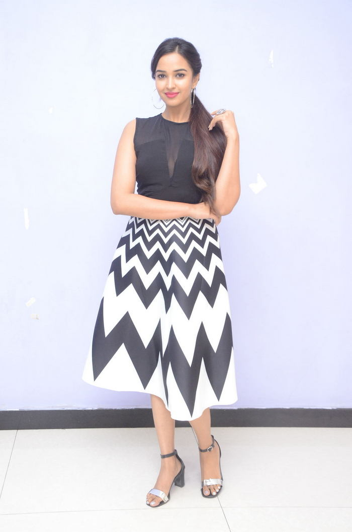 poojitha ponnada latest photos at brandbabu teaser launch southcolors 17