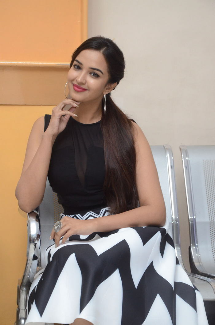 poojitha ponnada latest photos at brandbabu teaser launch southcolors 21
