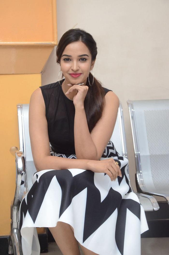 poojitha ponnada latest photos at brandbabu teaser launch southcolors 23