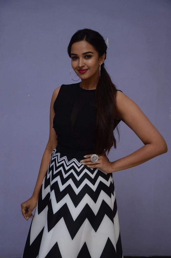 poojitha ponnada latest photos at brandbabu teaser launch southcolors 25