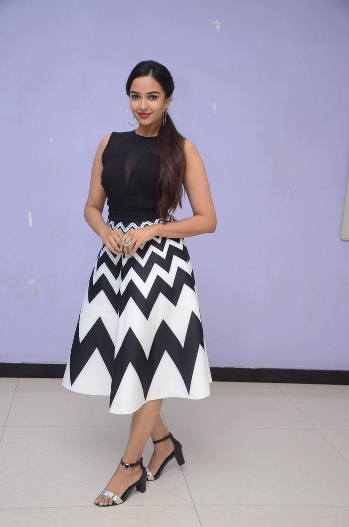 poojitha ponnada latest photos at brandbabu teaser launch southcolors 26