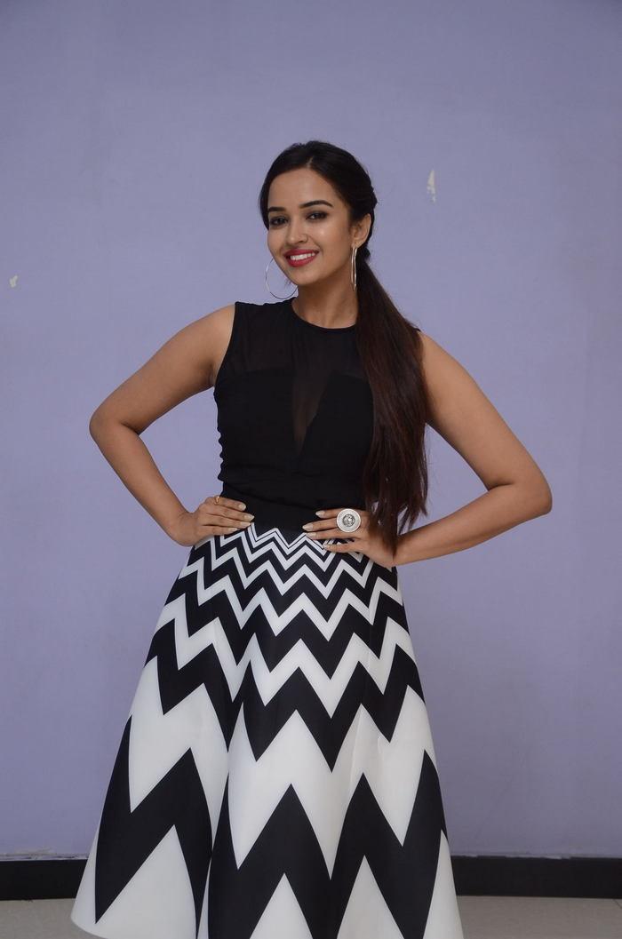 poojitha ponnada latest photos at brandbabu teaser launch southcolors 27