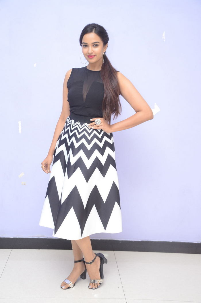 poojitha ponnada latest photos at brandbabu teaser launch southcolors 28