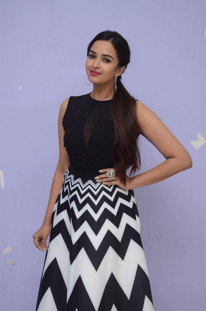 poojitha ponnada latest photos at brandbabu teaser launch southcolors 29