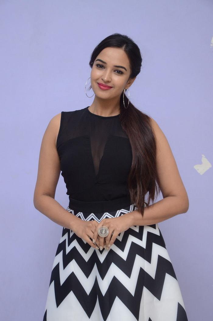poojitha ponnada latest photos at brandbabu teaser launch southcolors 32