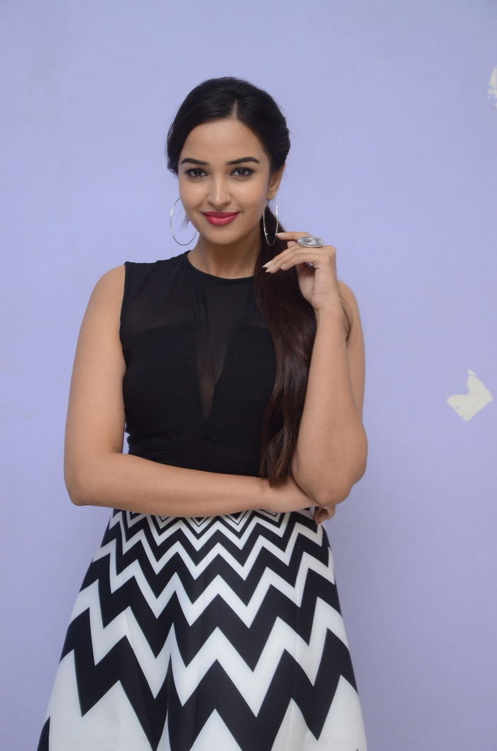 poojitha ponnada latest photos at brandbabu teaser launch southcolors 33