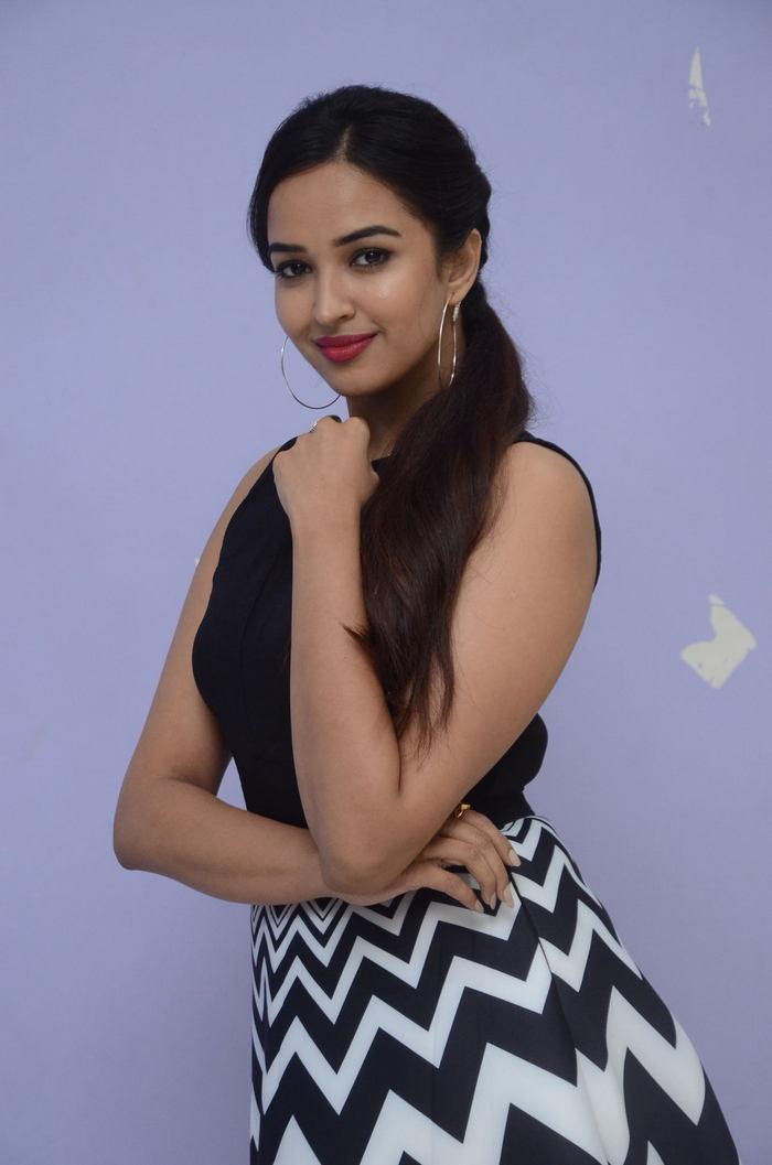 poojitha ponnada latest photos at brandbabu teaser launch southcolors 34