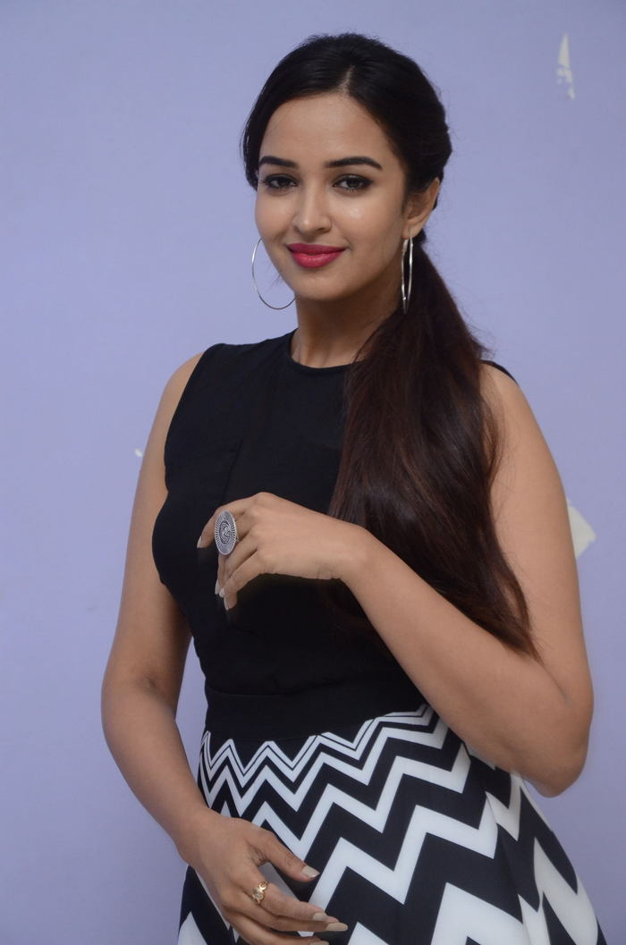 poojitha ponnada latest photos at brandbabu teaser launch southcolors 35