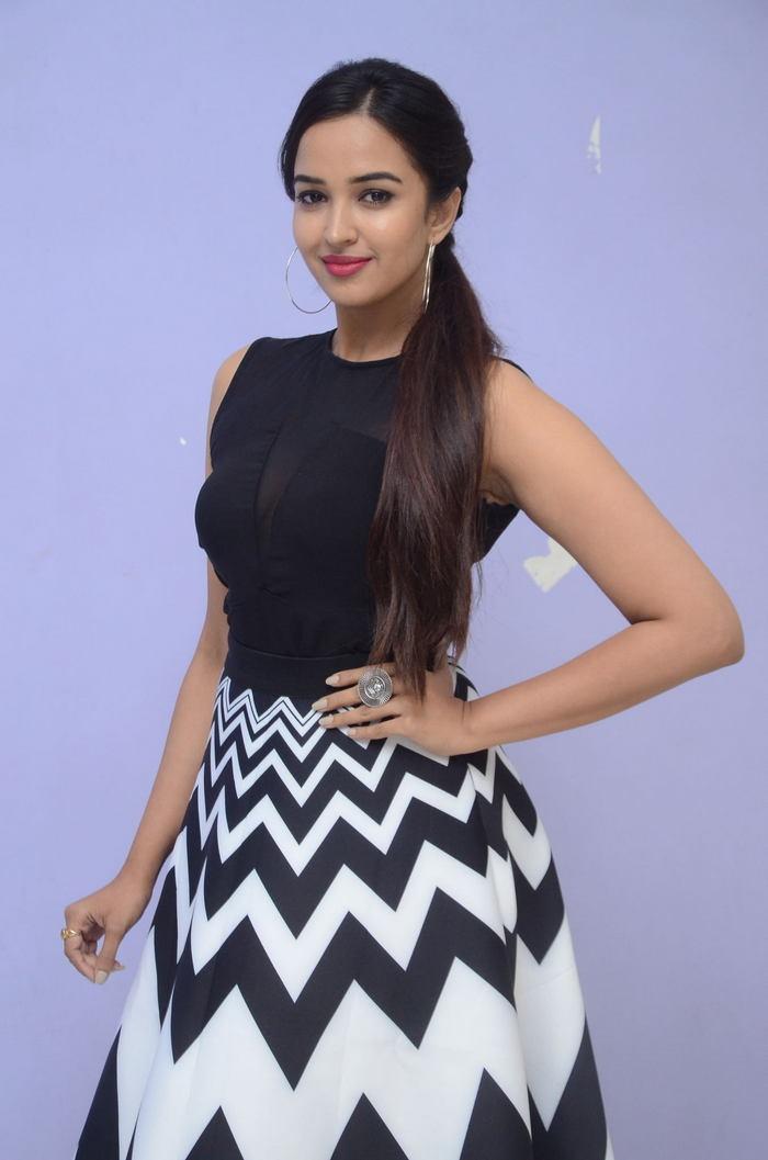 poojitha ponnada latest photos at brandbabu teaser launch southcolors 36
