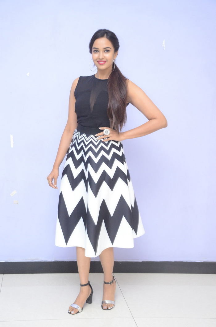 poojitha ponnada latest photos at brandbabu teaser launch southcolors 4