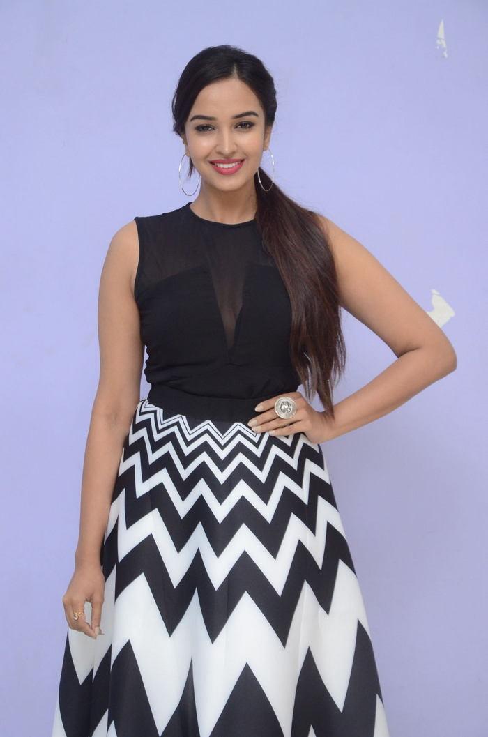poojitha ponnada latest photos at brandbabu teaser launch southcolors 5