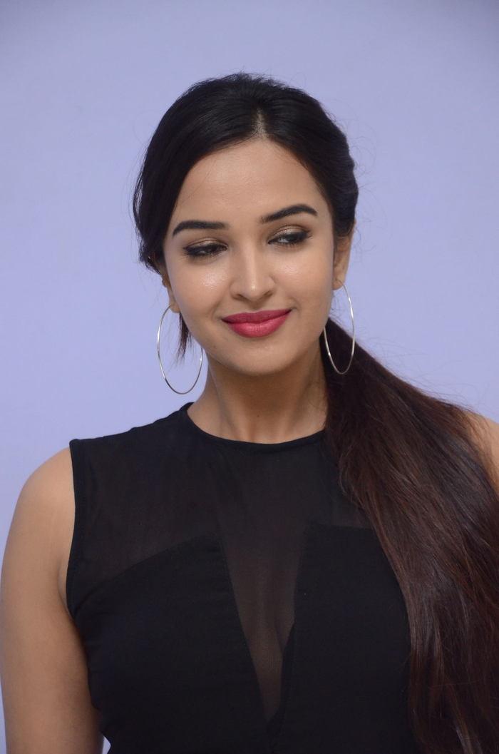 poojitha ponnada latest photos at brandbabu teaser launch southcolors 6
