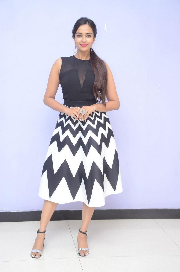 poojitha ponnada latest photos at brandbabu teaser launch southcolors 7