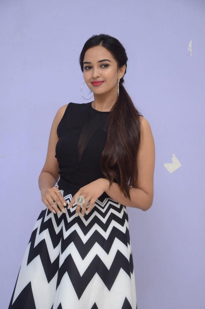 poojitha ponnada latest photos at brandbabu teaser launch southcolors 8