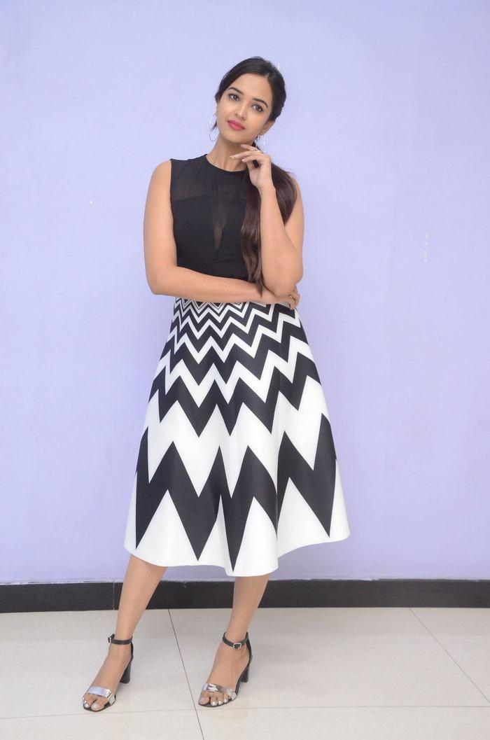 poojitha ponnada latest photos at brandbabu teaser launch southcolors 9