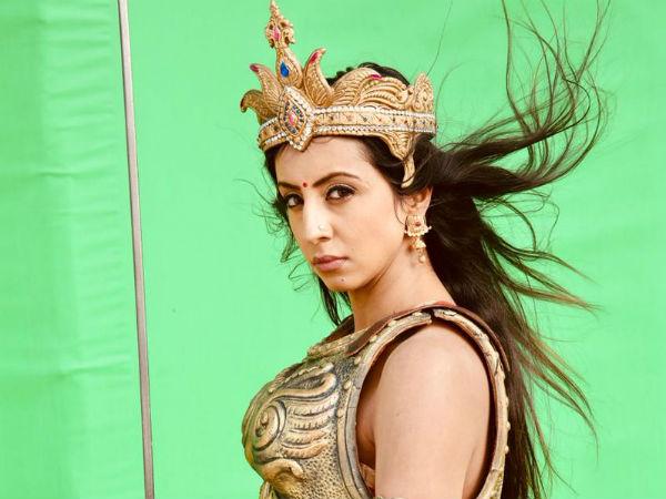 sanjjanaa galrani photos from swarna khadgam serial southcolors 2