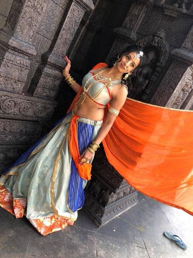 sanjjanaa galrani photos from swarna khadgam serial southcolors 5