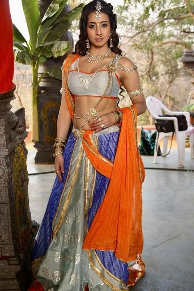 sanjjanaa galrani photos from swarna khadgam serial southcolors 9