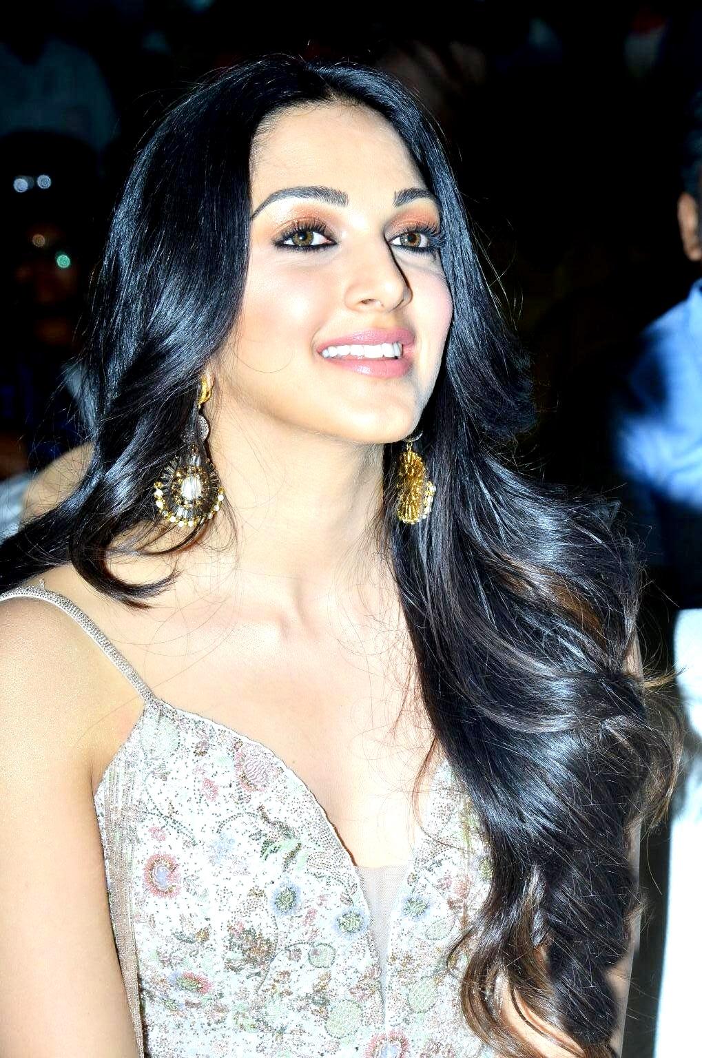 kiara advani images at vinaya vidheya rama movie pre release event southcolors 1