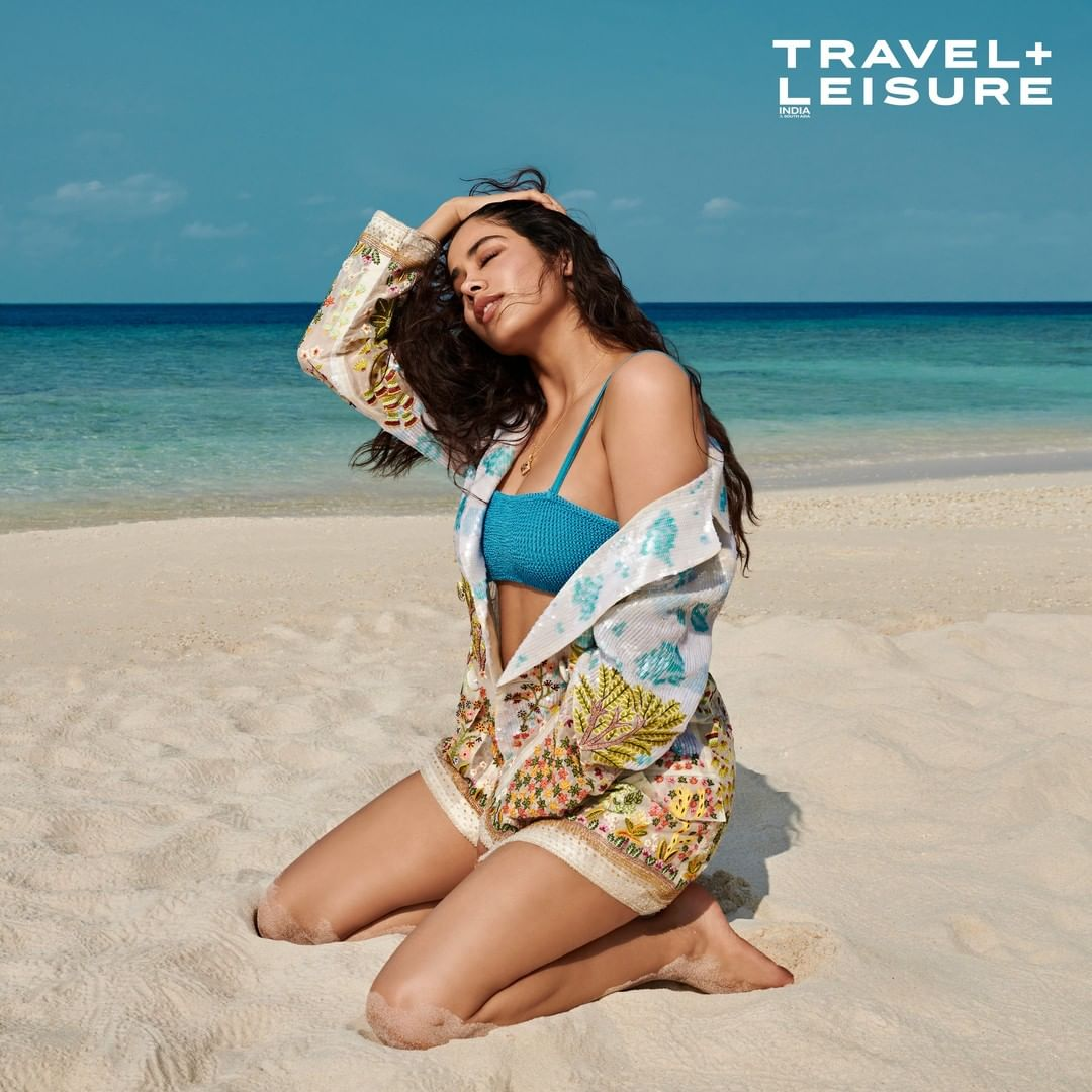 Actress Janhvi Kapoor Bikini Photoshoot at Maldives Miriandhoo Resort 6