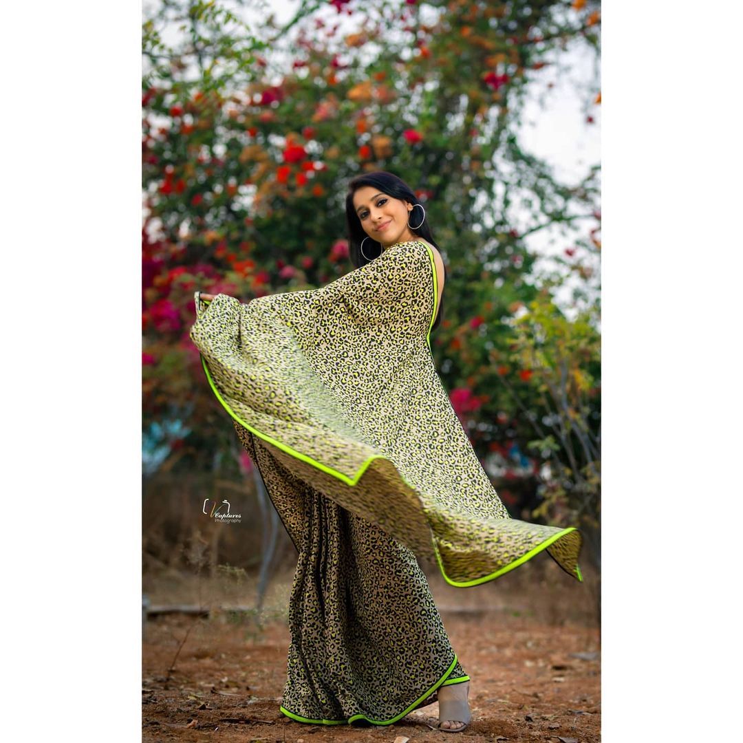 Telugu Anchor Rashmi Gautam Animal Print Saree Photos 6