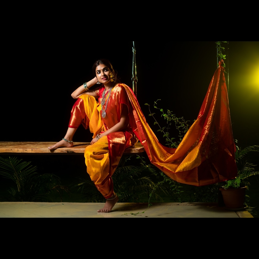 Divi Vadthya Looks Captivating in Saree Southcolors 1