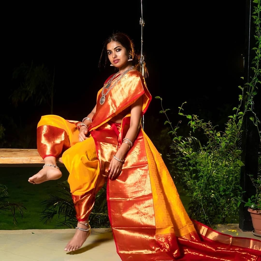 Divi Vadthya Looks Captivating in Saree Southcolors 4