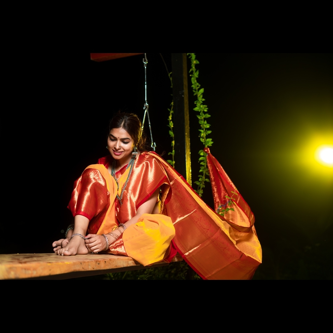 Divi Vadthya Looks Captivating in Saree Southcolors 5