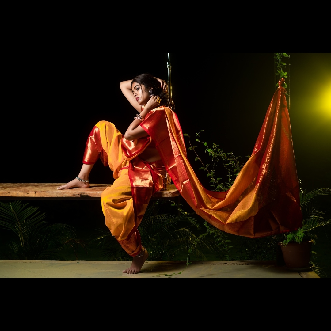 Divi Vadthya Looks Captivating in Saree Southcolors 6