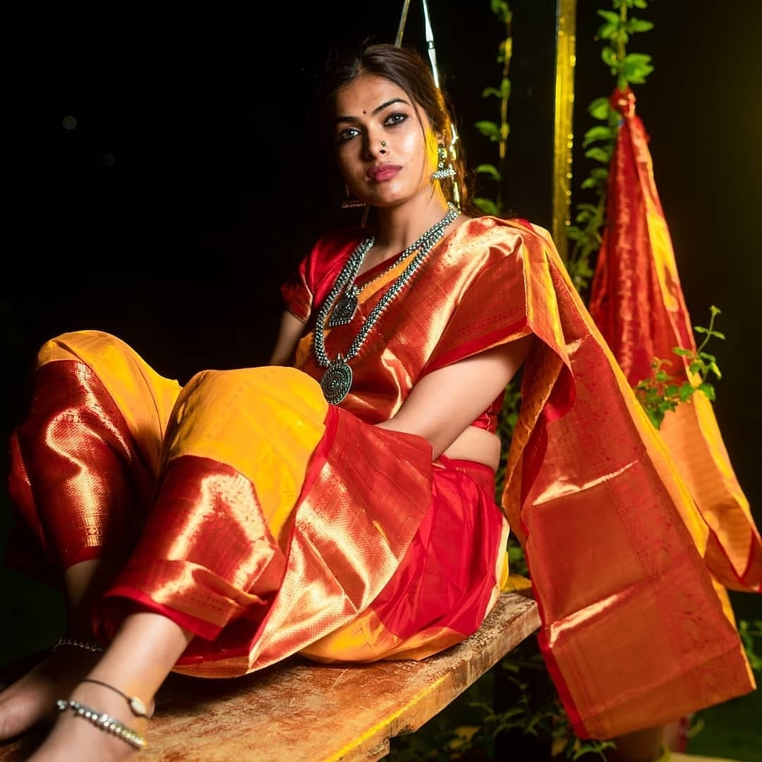 Divi Vadthya Looks Captivating in Saree Southcolors 8